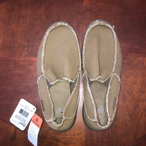 12399c3049a82 NWT Men s Chocolate Avast Crocs slip-on loafers